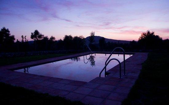 El Vihuelo Hotel Rural : Atardecer en la piscina