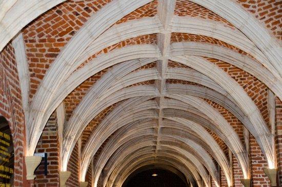 Couvent des Minimes - Alliance Lille : Le couloir avec cette architecture restaurée