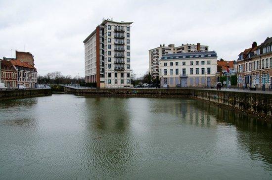 Couvent des Minimes - Alliance Lille : Vue de l'hôtel extérieur, près de l'eau