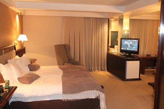 Bourbon Curitiba Convention Hotel: Quarto