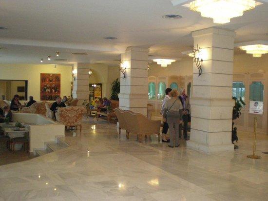 Aquila Rithymna Beach Hotel : Холл отеля
