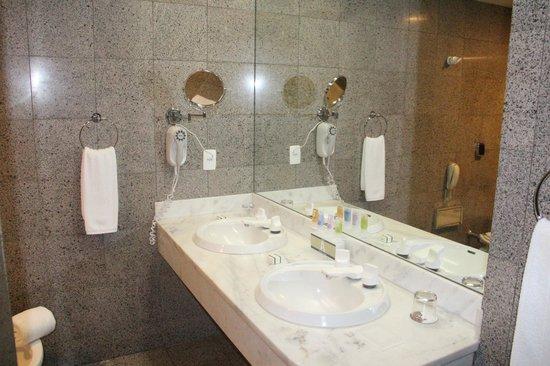 Bourbon Curitiba Convention Hotel: Banheiro