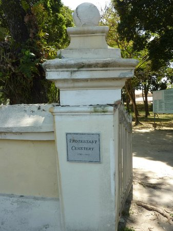 Old Protestant Cemetery : Entrance to the Old Protestant Cemetary
