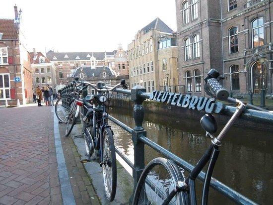 Dam Platz: Amsterdam Canals