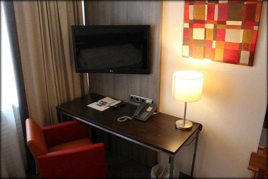 City Hotel Düsseldorf: Schreibtisch