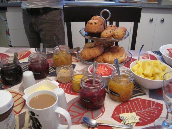 Gite Confort: petit déjeuner complet et très copieux, et frais!