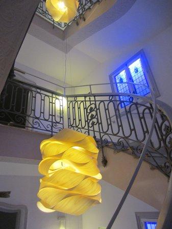 Petit Palace Savoy Alfonso XII Plus : лестница между этажами