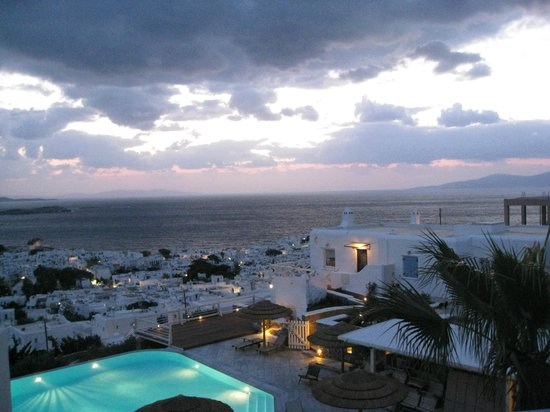 Vencia Hotel: evening view....