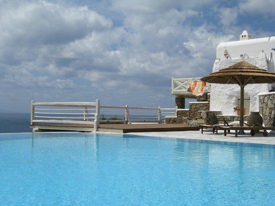 Vencia Hotel: the infinity pool