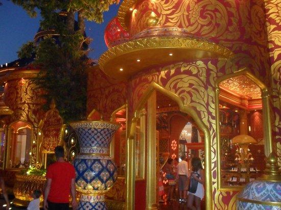 Phuket FantaSea: Beautiful colours