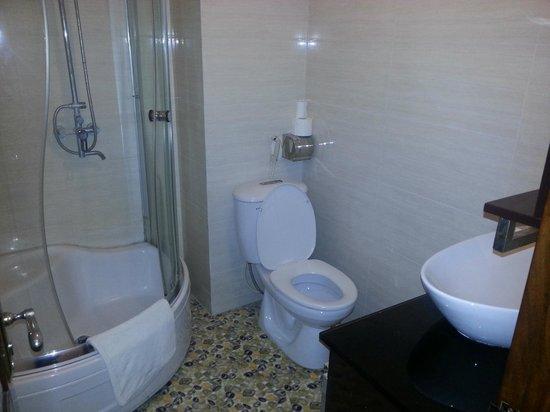 Hanoi Symphony Hotel : clean and new bathroom