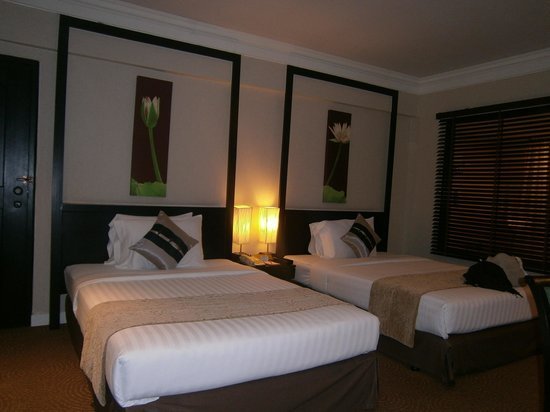 Ramada Plaza Bangkok Menam Riverside : HOTEL ROOM