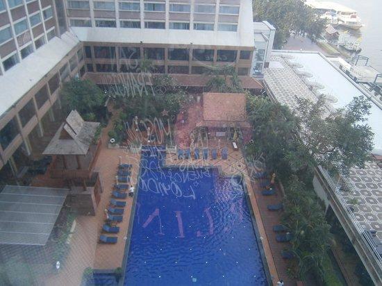 Ramada Plaza Bangkok Menam Riverside: HOTEL swiming pool