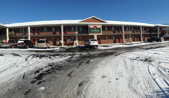 Luxbury Inn & Suites: Snow 2014
