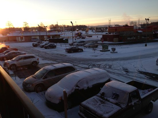 Luxbury Inn & Suites : Snow 2014