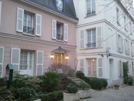 Hôtel des Grandes Ecoles : Le stanze viste dal giardino