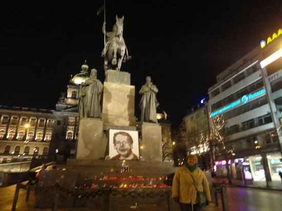 Hotel Elysee : Monumento en Plaza Wenceslao
