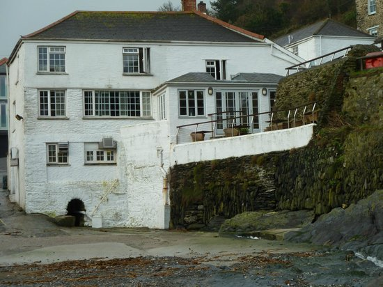 The Lugger Hotel: Rear view from harbour