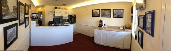 Luxbury Inn & Suites: Lobby