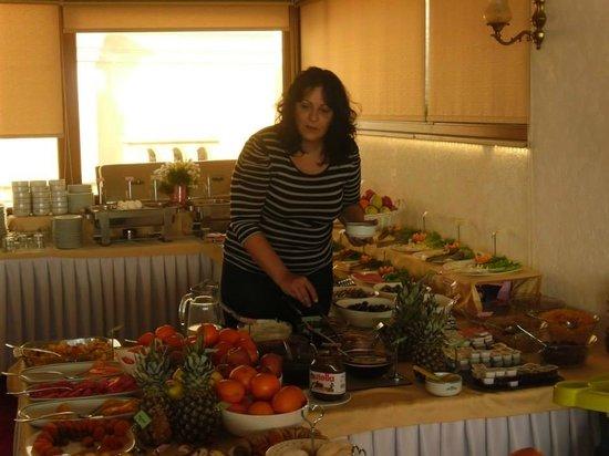Nena Hotel: Breakfast
