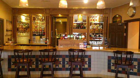 Munster Arms: Front Bar