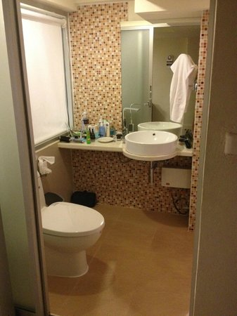 Me Hotel: Bathroom