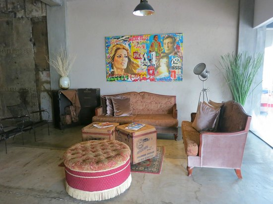 The Henry Hotel Cebu: lobby - seating area