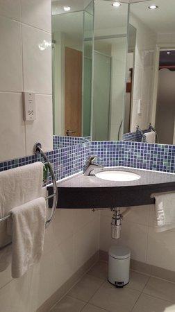 Premier Inn Ayr A77/Racecourse Hotel: Clean with a slightly odd room/door arrangement.