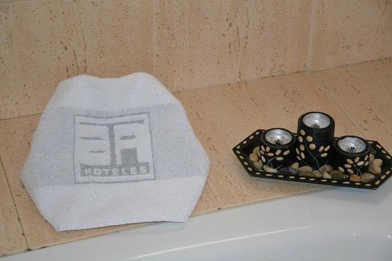 Hotel Serrano: Detalle Baño