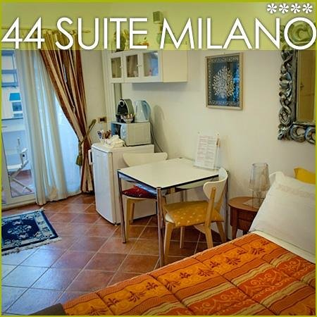 44 Suite: Joy details room