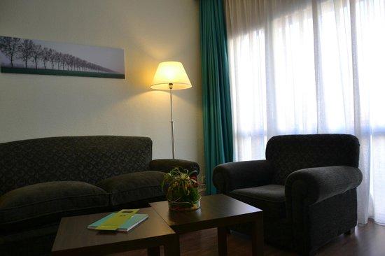 Hotel Serrano: Detalle sala Junior Suite