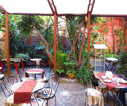 Hotel Genova : Cours intérieure - petit déjeuner (inclu dans le prix)