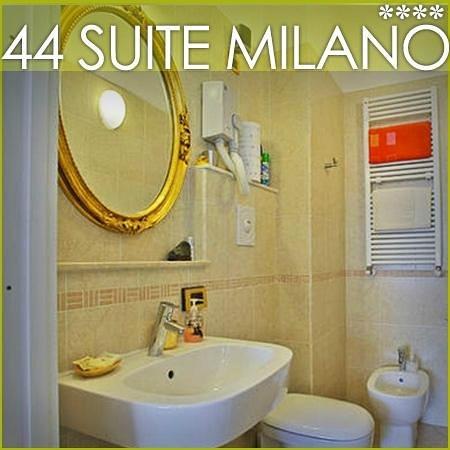 44 Suite: restroom harmony