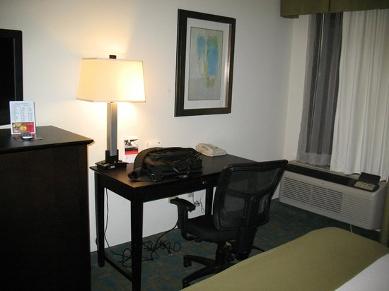 Holiday Inn Express Hotel & Suites Brentwood North-Nashville Area: Work desk area