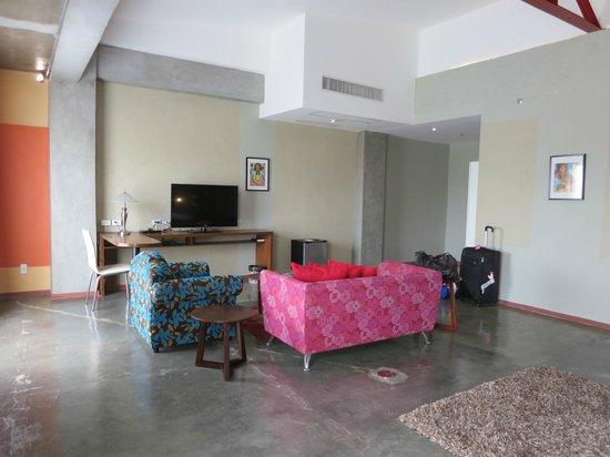 The Henry Hotel Cebu: sofas in the room