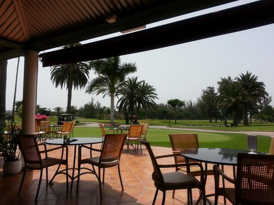 Campo de Golf Maspalomas: outside seating