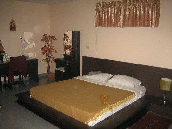 Udon Thai House Thomas Resort & Hotel: Low Bed