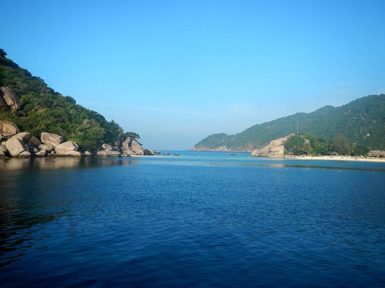 Charm Churee Divers: View of Koh Tao from dive boat - stunning!