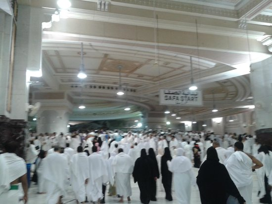 Safa to Marwa: Fully packed Sai at 2:00 AM