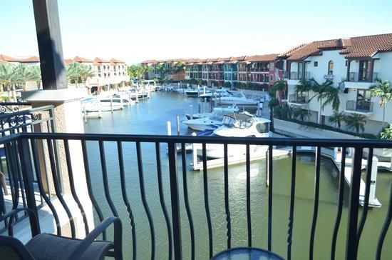 Naples Bay Resort: vista al canal y  la marina desde la habitación 316