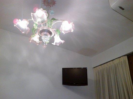 Hotel Mercurio Venezia: lampadario