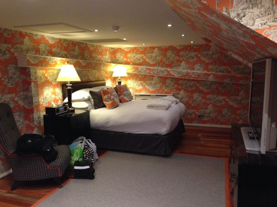 "Nira Caledonia : Room 1012, fantastic room but avoid if over 5'10"" :-)"