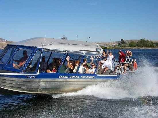 "Snake Dancer Excursions: Jet Boat Tours ""Memories to Last a Lifetime"""