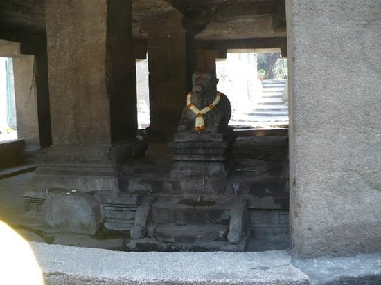 Pataleshwar Cave Temple: the image of the bull-nandi