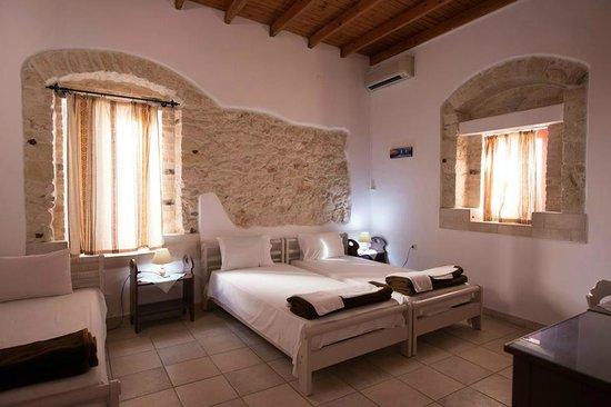 Cretan Villa Hotel & Apartments : Cretan Villa Ierapetra hotel tripple room.