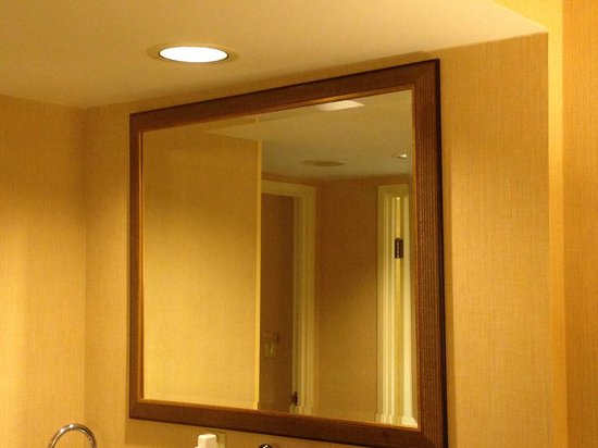 Embassy Suites by Hilton Atlanta - Airport: Crooked Mirror