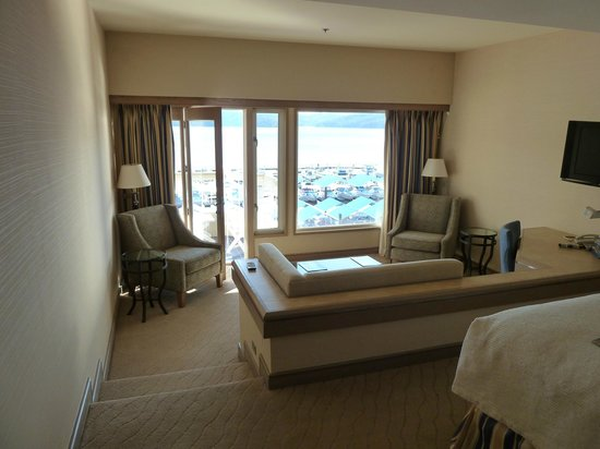 The Coeur d'Alene Resort : Sunken bedroom living area
