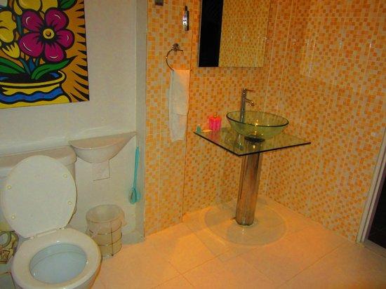 AKWA Guesthouse: Bathroom
