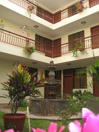Antawasi Hotel : patio del hotel