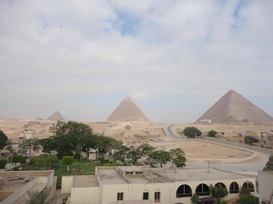 Pyramids View Inn: vista desde la terraza donde se desayuna